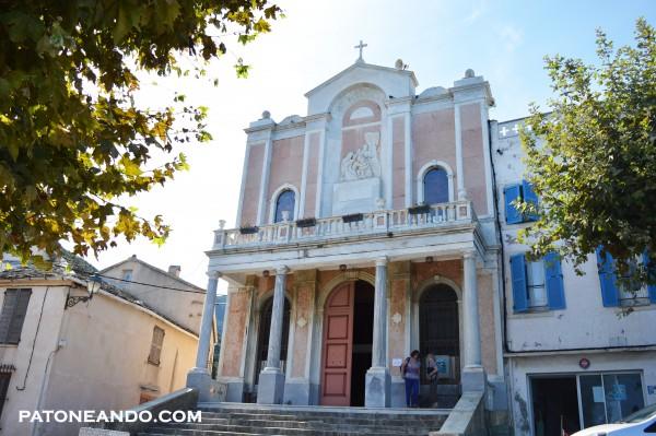 Me atrevo a decir que es la región de Francia dónde he visto más iglesias.