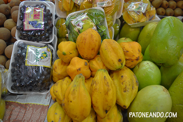 frutas en Paloquemao - que hacer y que ver en Bogotá - Patoneando blog de viajes