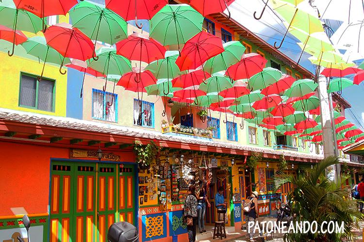 Guatapé, Antioquia, calle de los zócalos, Colombia - Patoneando blog de viajes.jpg