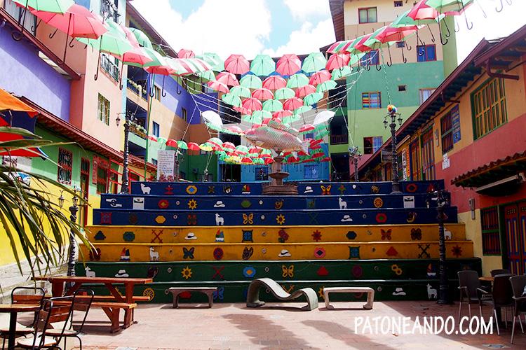 Guatapé, calle de los zócalos, Antioquia, Colombia - Patoneando blog de viajes.jpg