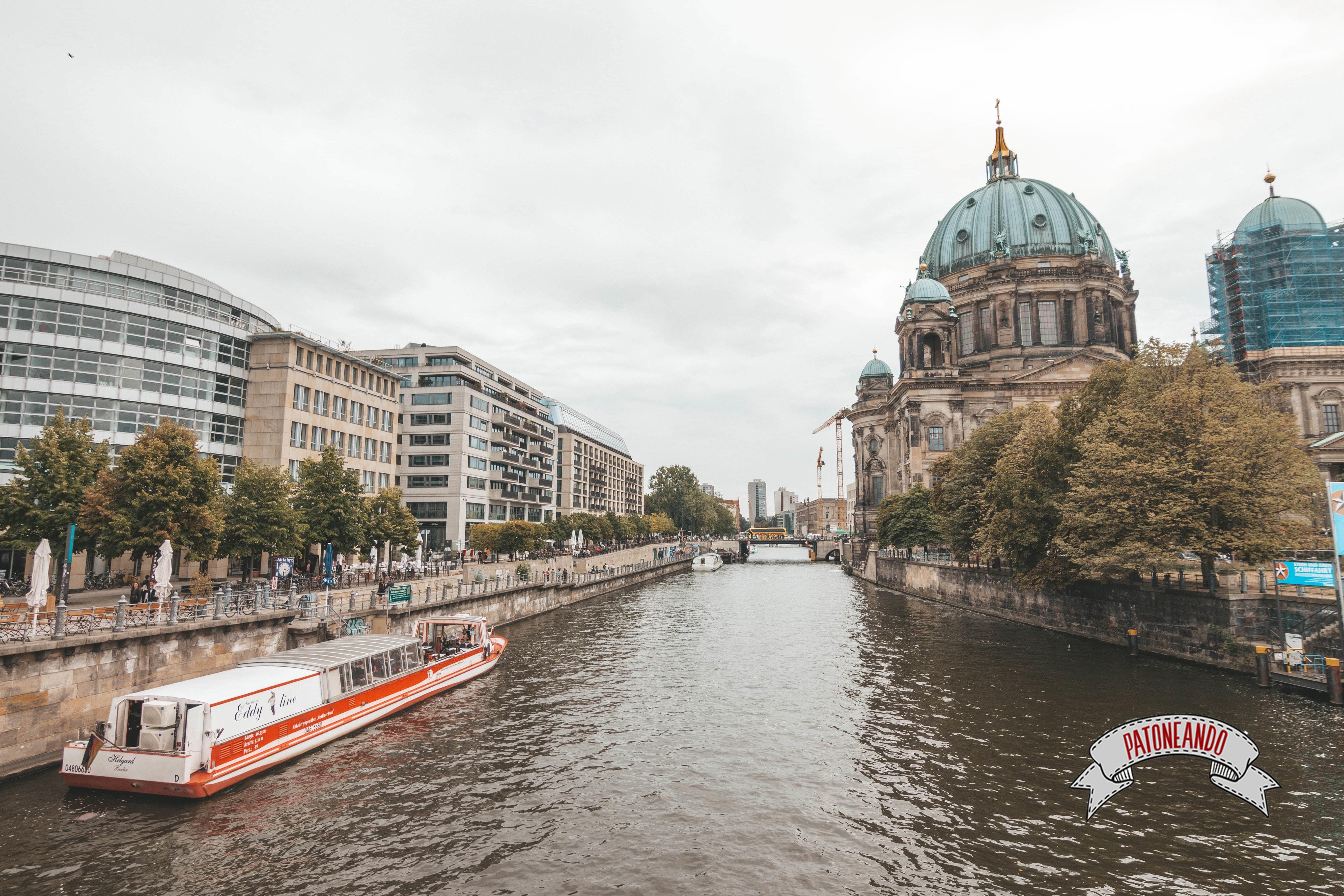 que ver y que hacer en Berlín - Paseo en barco por el río Spree -Patoneando blog de viajes (13)