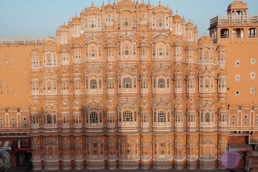 20 cosas que hacer en Jaipur, India - fachada de palacio de los vientos Hawa Mahal - Patoneando blog de viajes