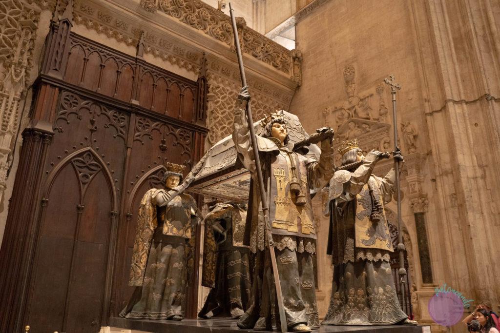 cosas que hacer en sevilla - Interior de la Catedral de Sevilla - Tumba de cristóbal Colón en catedral de Sevilla - Patoneando blog de viajes